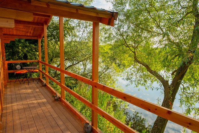 Lakeside Log Cabins for Two