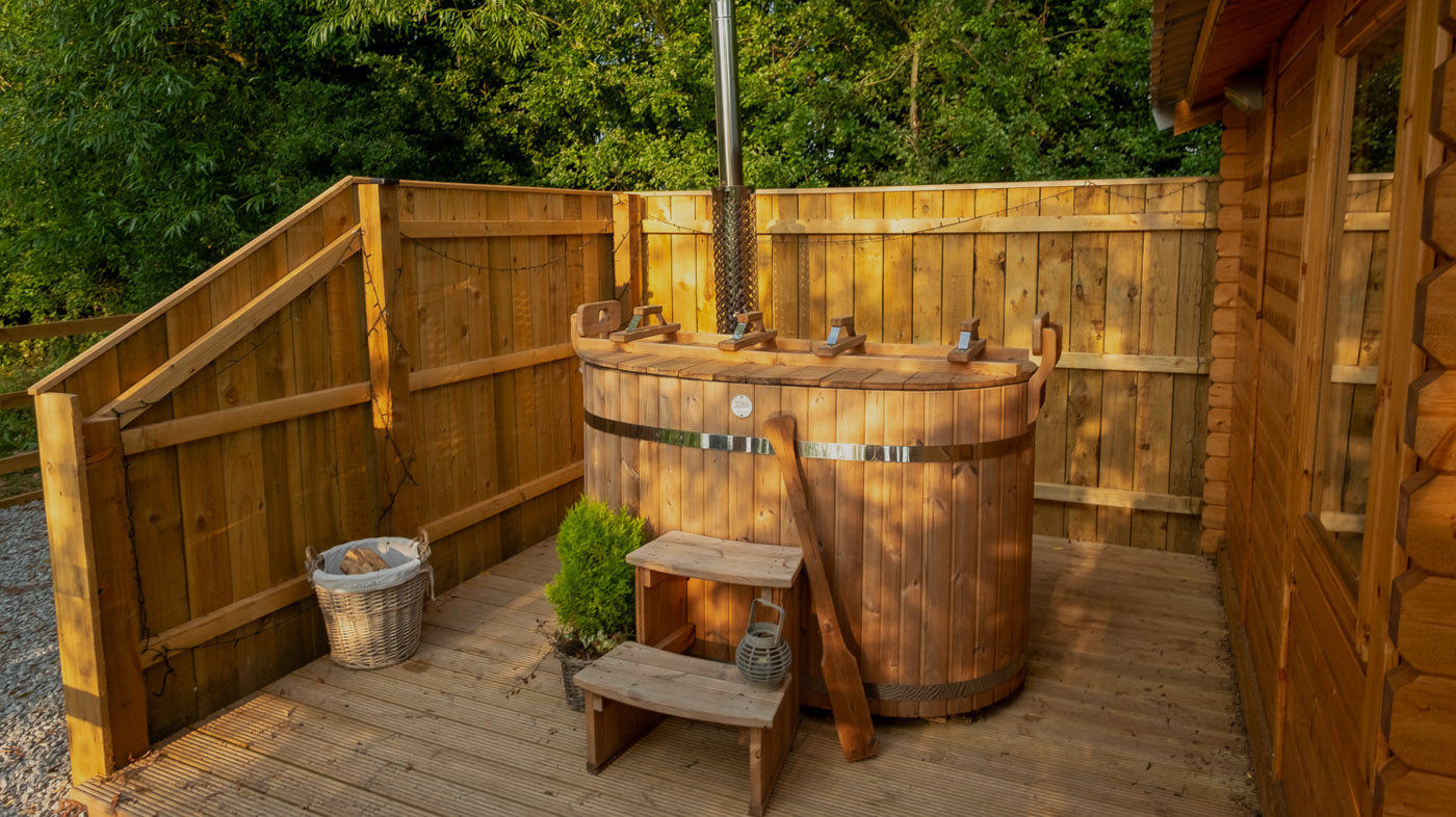 Outdoor scandi-style soaking tub